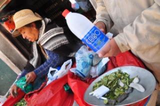 Alcool a 96° que boivent les mineurs à Potosi