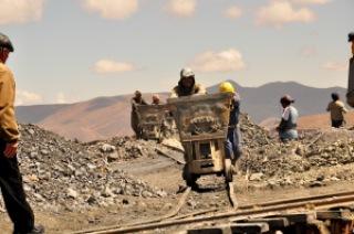 Chariot sortant de la mine de Potosi, Bolivie